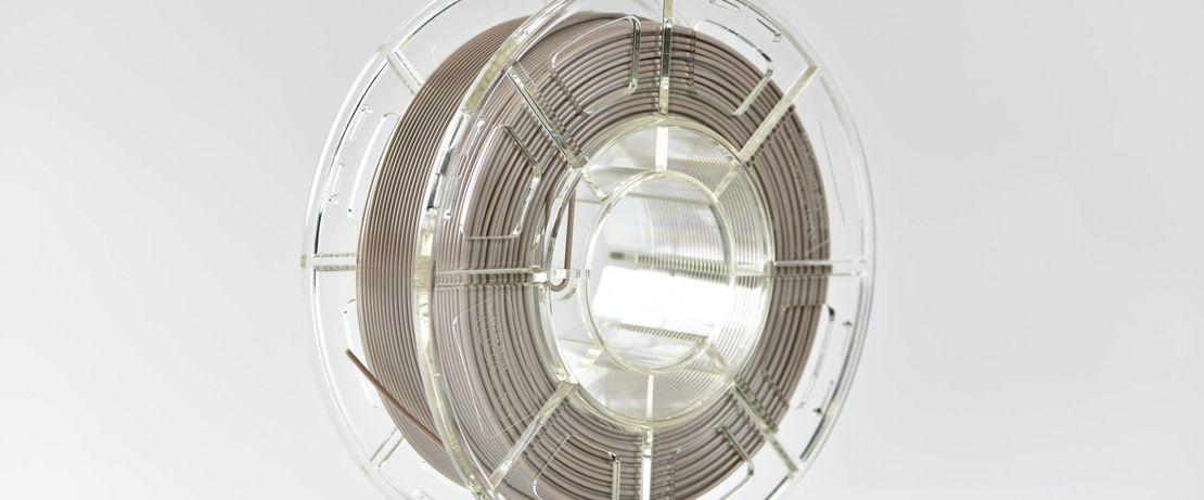 """Evonik bringt PEEK-Filament als """"Implant-Grade"""" für den Medizinbereich auf den Markt."""