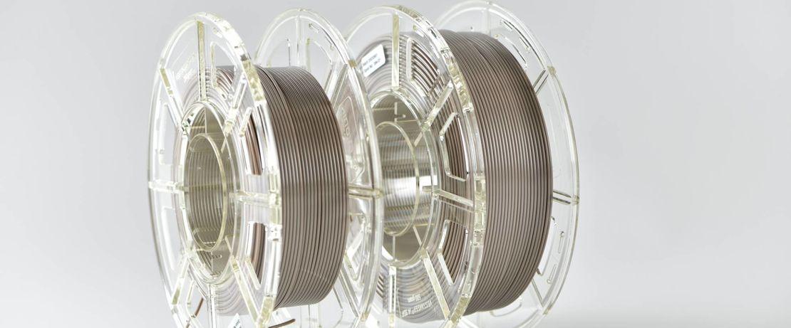 Mit einem Durchmesser von 1,75 mm wird das PEEK-Filament in Naturfarbe auf 250 Gramm bzw. 500 Gramm Spulen aufgewickelt.