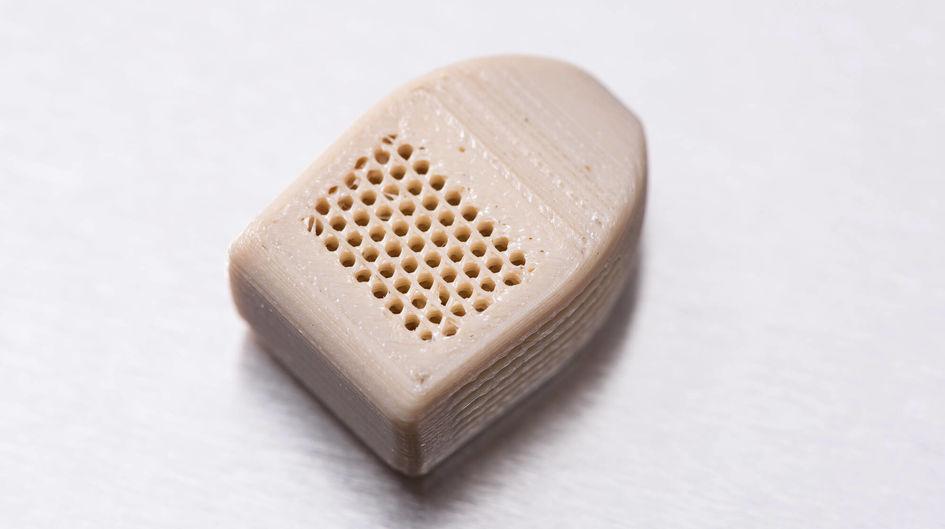 3D-gedrucktes Wirbelsäulenimplantat auf Basis von VESTAKEEP® i4 3DF Implantat Typ PEEK Filament